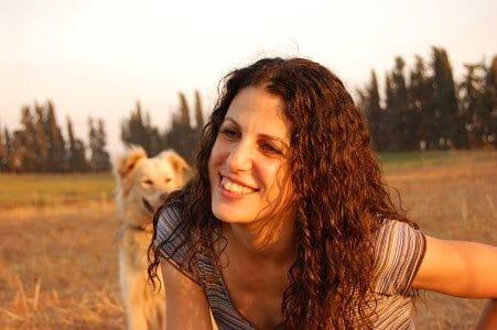 מירי הדריכה לימודי כלבנות טיפולית טיפול בעזרת בעלי חיים עם כלב